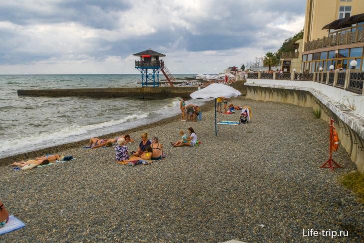Мыс Видный - пляж санатория РЖД в Хосте