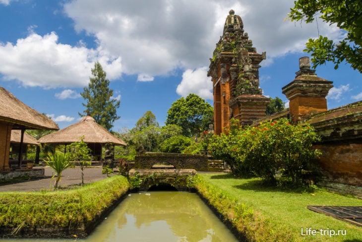 Таман Аюн (Pura Taman Ayun) - второй по величине храм Бали