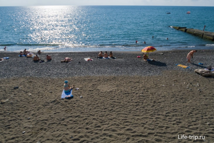 Дикие пляжи Адлера - ничья земля рядом с ЖД вокзалом