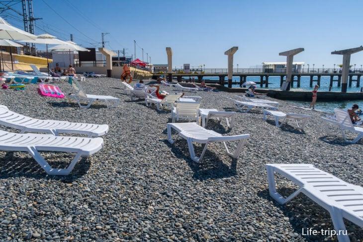 Дельфин - пляж одного из корпусов Адлеркурорта