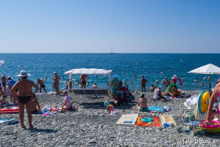 Гамма Сириус - неплохой, но многолюдный пляж