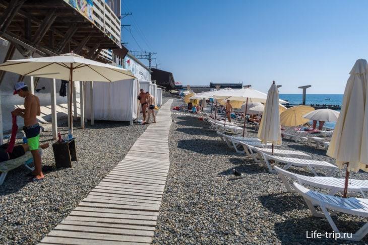 Известия - пляж недорогого санатория в Адлере