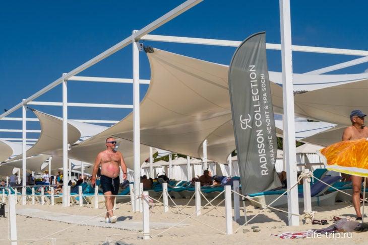Пляж отеля Radisson Collection в Сочи