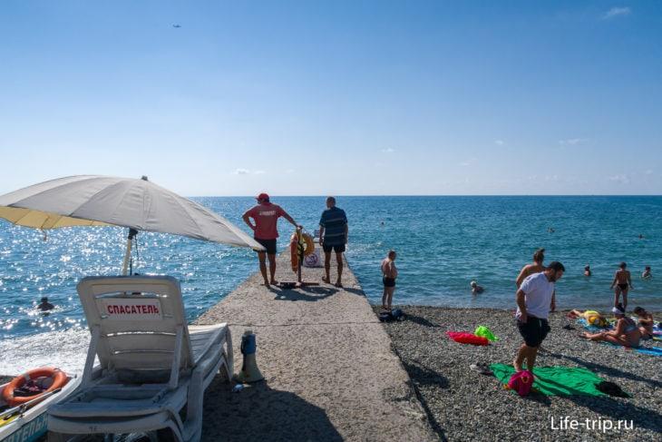 Зеленая Горка - маленький пляж пансионата в Адлере