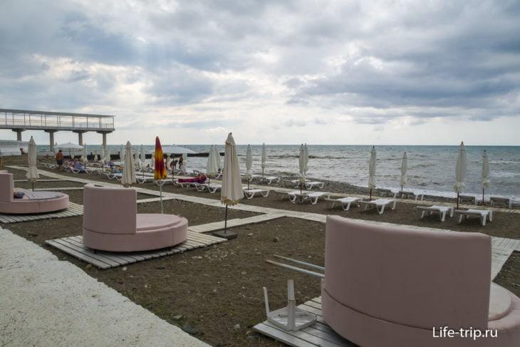 Пляж отеля Бриз в Хосте, Сочи