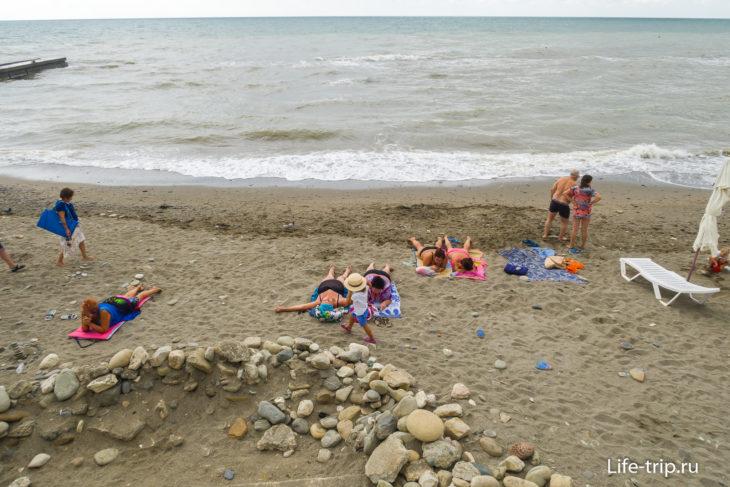 Бриз - пляж с бассейном на первой линии Хосты