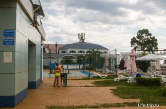 Шахматы и волейбольная площадка