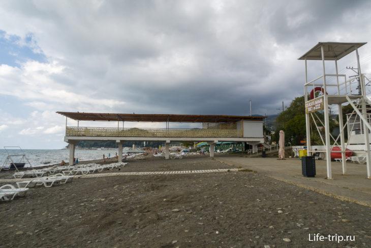 Хоста - серый городской пляж