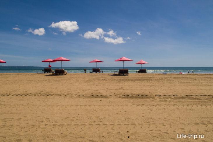 Пляж Семиньяк напротив отеля Double Six