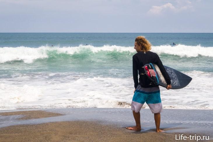 Пляж Бату Болонг в Чанггу, Бали