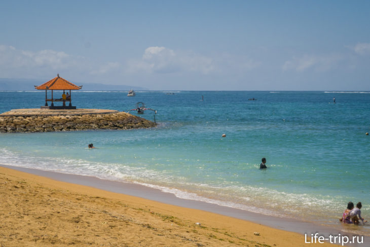 Пляж Мертасари в Сануре на Бали